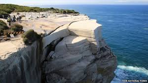 wedding cake rock popular sydney rock formation could collapse at any time news