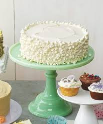 yellow cake with vanilla frosting and white chocolate chips recipe