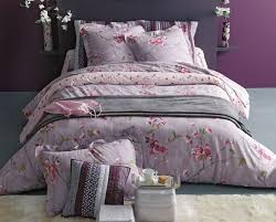fleurs dans une chambre linge de lit cerisiers en fleurs fleurs de cerisier