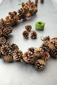 počet nápadov na tému pinecone garland na pintereste 17
