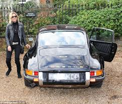 porsche 911 vintage kate moss takes 20 000 porsche 911 out for a drive with