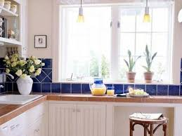 Simple Small Kitchen Decor Simply Small Kitchen Decorating - Small apartment kitchen designs
