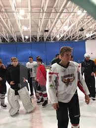 justin bieber plays hockey on thanksgiving while selena is with