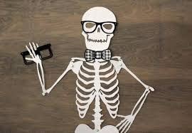 Skeletons For Halloween Decorations by 17 Halloween Decor Ideas For A Spooky Office Or Cubicle Brit Co