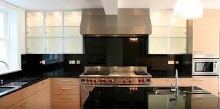plaque granit cuisine cuisine contemporaine en plaqué bois charles bigant