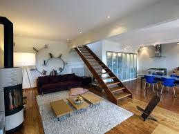 escalier entre cuisine et salon escalier entre cuisine et salon une cuisine discraate ouverte sur