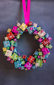 mini gift box wreath design improvised