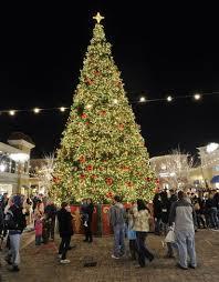 christmas tree lighting bridge street huntsville al bridge street town centre hosts annual christmas tree lighting