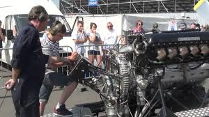 roll royce rolys rolls royce v12 27litre merlin engine pv12 full throttle youtube