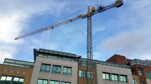 city tower crane hire on an office project mantis cranes