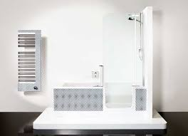 glastüren badezimmer kleine badewanne mit dusche und inkl glastür für komfortables