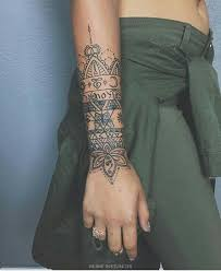193 best tattoo polso images on pinterest mandalas artists and