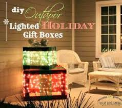 indoor lighted gift boxes make lighted christmas gift boxes diy christmas decorations 4