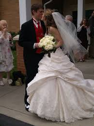 wedding dress hoops any brides wear a hoop crinoline their dress weddingbee
