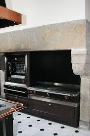 cuisine design rotissoire une cuisine de malouinière dans le style la cornue ambiance