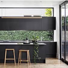 meuble de cuisine noir 1001 idées cuisine noir mat et bois élégance et sobriété