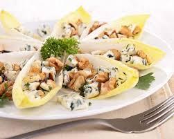 cuisiner des endives recette salade d endives au roquefort et aux noix
