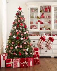 Red White Blue Christmas Decorations by Best 25 Red Christmas Trees Ideas On Pinterest White Christmas
