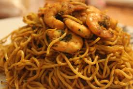 cuisiner des pates chinoises nouilles chinoises aux crevettes mam s cuisine