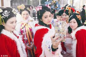 traditional dresses shine in overseas festival
