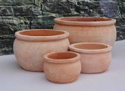 specialists and suppliers of traditional large terracotta pots