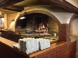 cuisine au bois cuisine au feu de bois au milieu de la salle photo de le