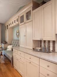 Valspar Paint For Cabinets by Maple Cabinets With An Irish Creme Finish Quartz Countertops And