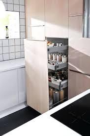cuisine pratique et facile armoire coulissante cuisine agrandir un rangement tourniquet pour un