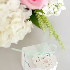 wedding favors for guests the types of wedding favors guests do not want brides