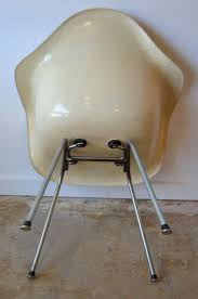eames eggshell color fiberglass zenith chair by herman miller at