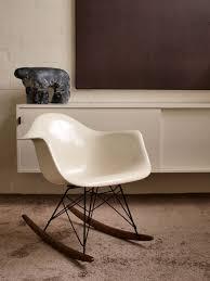 chaise à bascule eames les tendances déco design vintage le design des ées 50