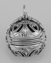 locket ornament hp 1000 jpg
