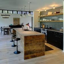 le cuisine moderne le comptoir en bois recyclé est une tendance à adopter