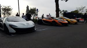 koenigsegg vancouver mclaren takes over a car meet but a record breaking koenigsegg