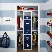 rangement placard chambre idée originale faciliter le rangement dans la chambre des enfants