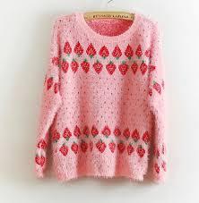 strawberry sweater strawberry sweater aardbeien trui heerlijk roze en rood