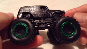grave digger 30th anniversary monster truck toy wheels grave digger monster jam truck 2015 special edition