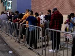 best buy store in brandon draws a crowd hours after it opened on