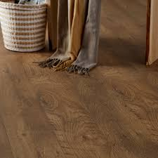 B And Q Laminate Flooring Bunbury Natural Oak Effect Laminate Flooring 2 467 M Pack