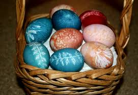 how to dye easter eggs naturally with leaf imprints inhabitots