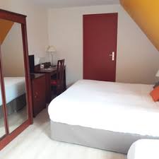 chambre d hotel pour 5 personnes les chambres hôtel crocus caen mémorial