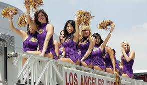 thousands turn out for la lakers victory parade mirror online