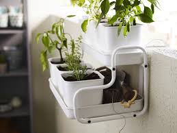 Balcony Planter Box by Don U0027t Let A Lack Of Land Stunt Your Green Thumb Balcony Veggie