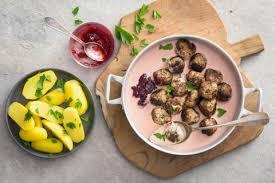 cuisiner les airelles köttbullar et sauce aux airelles recette fooby ch