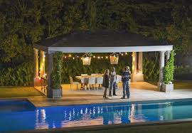 what is the difference between a pergola and an arbor