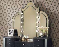 Vanity Set With Lighted Mirror Bedroom Vanities With Lights And Vanity Sets Lighted 2017 Images