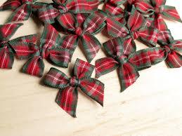 christmas ribbon bows 20 christmas tartan ribbon bows green 25mm great for