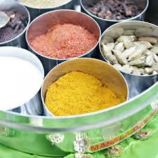 cuisine hindou boite à épices et épices indiennes avec réduction par pankaj