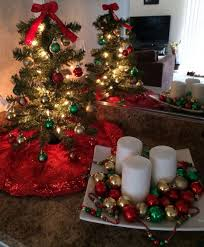 christmas decorations for sofa table 30 creative christmas décor ideas for small spaces digsdigs