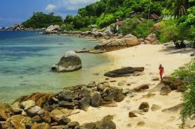 june juea beach koh tao remote rocky beach 5 bungalow resorts